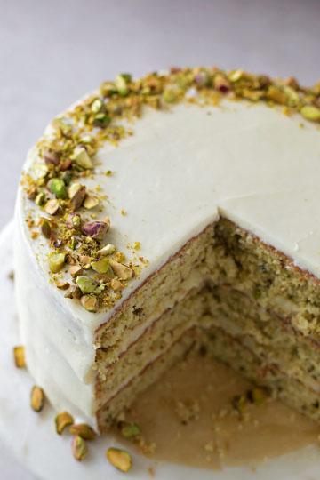 Шоколадный торт рецепт с фисташками, кардамоном и белым шоколадом