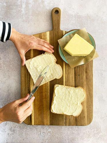Как приготовить сырный тост на день Валентина 1