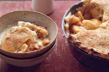 Десерт с яблоками в бисквите 2