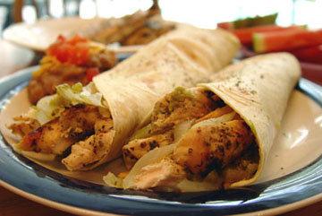Фахитас - это блюдо техасско-мексиканского происхождения