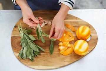 Как приготовить жареный картофель с шалфеем и апельсином 3